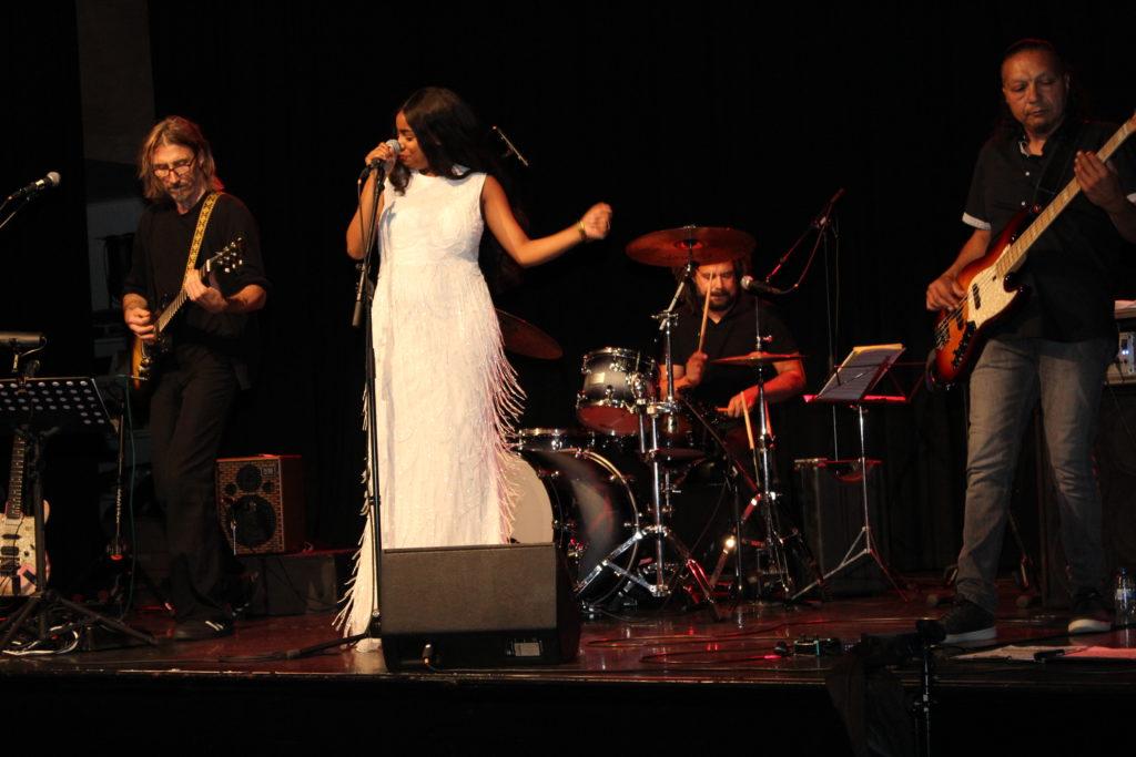 Muziek - Saron Tesfahuney en Cyril Whistler : Live muziek uit Eritrea en uit Nederland samen en apart op het podium